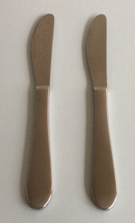 Median steak knives